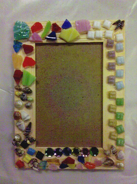 Mosaic picture frame craft teenspace blog for Picture frames for crafts